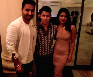 DJ Khushi with Nick Jonas and Priyanka Chopra