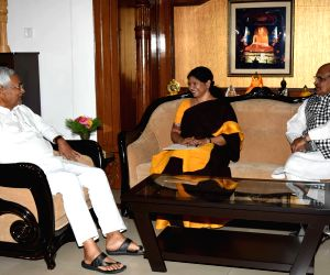 Kanimozhi calls on Nitish Kumar