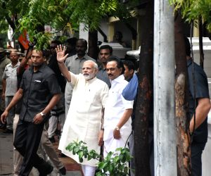Modi visits Karunanidhi, enquires about health