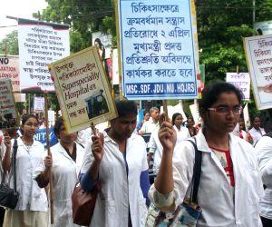 Doctors, Nurses protest against WB Government