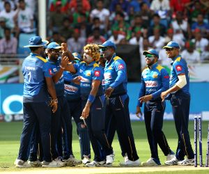 Sri Lanka opt to field against Australia
