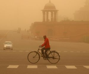 Dust storm hits Delhi