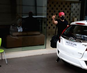 Emraan Hashmi spotted at Gym in Bandra