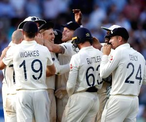 England players' Corona Safe greet style :Fist-bumps over handshakes