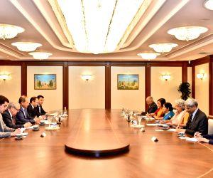 Tashkent (Uzbekistan): Sushma Swaraj meets Uzbek PM