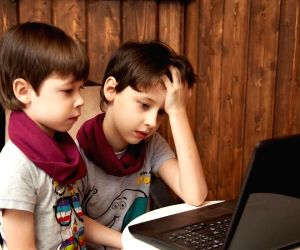More screen time linked to binge eating in kids