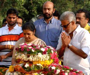 N.T. Rama Rao's birth anniversary - Family members pays tributes
