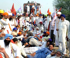 Farmers disrupt railway services near Amritsar