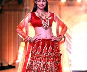 India Couture Week 2016 - Reynu Taandon