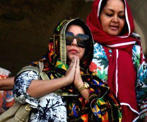 Farah Khan pays obeisance at Golden Temple