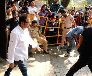 R. Balki arrives to stand by grief struck Kapoor family