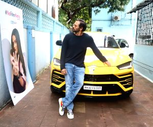 "Rohit Shetty on the sets of ""#NoFilterNeha"
