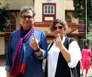 Maharashtra Polls- Subhash Ghai casts vote