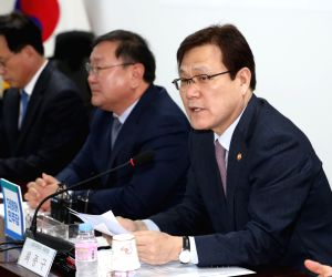 Ruling party-gov't meeting on housing