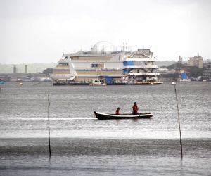 Verem (Goa): Fishing amidst cloudy weather