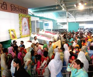 Followers pay last respect to Baba Hardev Singh's mortal remains