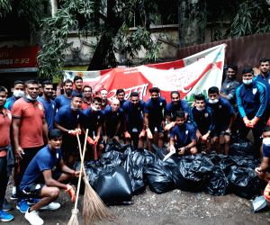Indian Footballers participate in 'Swachhata Hi Seva