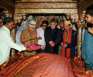 Hamid Karzai visits Fatehpuri Sikri