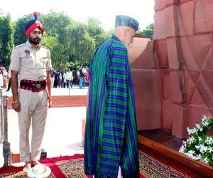 Hamid Karzai pays tributes at Jallianwala Bagh