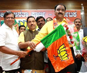 Shankar Bidari joins BJP