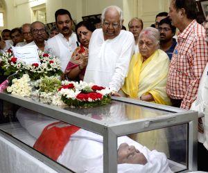 Buddhadeb Bhattacharjee, Somnath Chatterjee pay tribute to  Hashim Abdul Halim