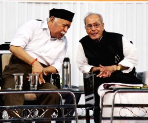 "Former President Pranab Mukherjee and RSS chief Mohan Bhagwat at the concluding function of RSS-organised ""Tritiya Varsh Varg"" in Nagpur on June 7, 2018."
