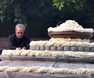 Former President Pranab Mukherjee pays tribute to former Prime Minister Late Rajiv Gandhi on his birth anniversary at Veer Bhumi in New Delhi on Aug. 20, 2018.