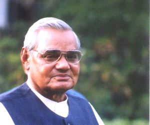 Vajpayee continues to be 'critical', leaders visit AIIMS