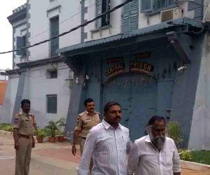 Jagga Reddy comes out of Chanchalguda jail