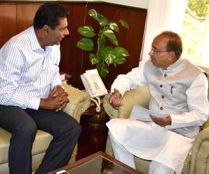 Vijay Amritraj calls on Vijay Goel