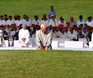 Former Vice President Hamid Ansari pay tribute to Jawaharlal Nehru on his death anniversary at Shantivan, New Delhi on May 27, 2019.
