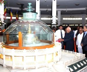 Former Vice-President Hamid Ansari visits Deekshabhoomi to pay tribute to B. R. Ambedkar in Nagpur on Nov 26, 2017.
