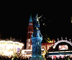 Frankfurt (Germany): The general view of the Christmas market after its official opening in Frankfurt