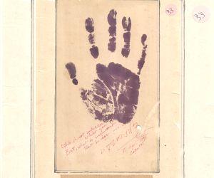 Free Photo: Gandhiji is in my soul: Mumbai memorabilia collector