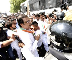 Congressmen try to lay siege to Gujarat Assembly, detained