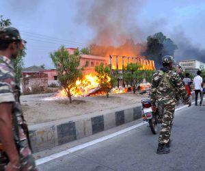 Maoists torch 32 vehicles in Bihar, enforce shutdown