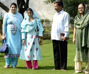 Geeta meets Kejriwal