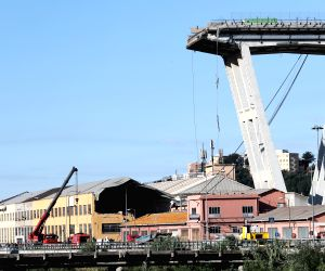 Relatives, officials bid farewell to Genoa bridge collapse victims