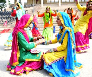 girls-dressed-in-traditional-attire-perform