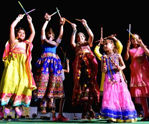 girls-perform-dandiya-during-navratri-in-bikaner