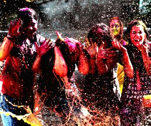 girls-play-with-colour-to-celebrate-holi-festival