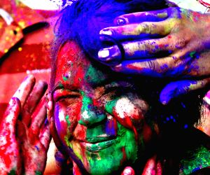 Holi Festival : Celebrations in pics
