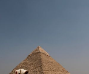 EGYPT GIZA GREAT PYRAMIDS TOURISM