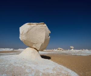 EGYPT-GIZA-WESTERN DESERT-SCENERY