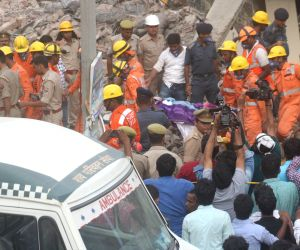 G.Noida building crash toll rises to 9; may still trapped