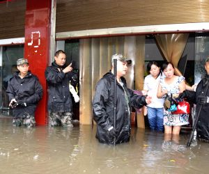 Guang'an: Rainstorm causing waterlogging