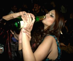 Poonam Dhillon at designer Rohit Verma's birthday bash at Twist.
