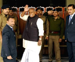 Manjhi arrives at Bihar assembly