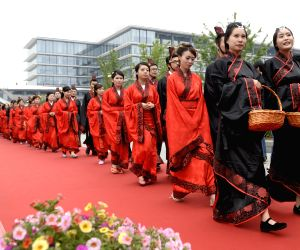 Newlyweds attend a group wedding ceremony in Hangzhou