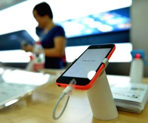 HANGZHOU, Sept. 20, 2013 (Xinhua/IANS) -- Photo taken on Sept. 20, 2013 shows an iPhone 5c at an Apple Store in Hangzhou, capital of east China's Zhejiang Province. Apple's iPhone 5s and iPhone 5c went on sale in China on Friday. (Xinhua/Long Wei) (z